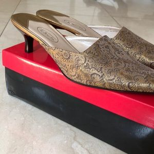 Talbots Franny Gold Kitten Heel Mule 9